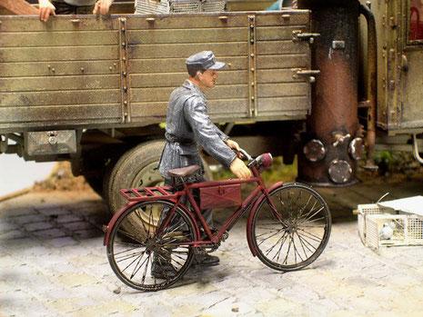 Das Tamiya-Fahrrad wurde mit einem Verlinden Ätzteil-Set veredelt.