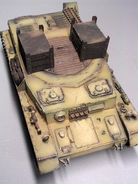 Hier ist die verschlossene Turmöffnung gut zu sehen. Eine mittig angeordnete Luke ermöglichte den Zugang. Beachte auch, das das Fahrzeug keine Bewaffnung z.B. in der Kugelblende hat.