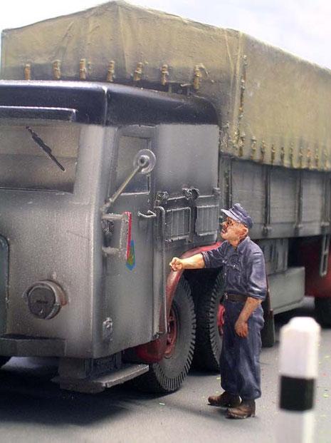 Entmilitarisierte Fahrerfigur von MiniArt.