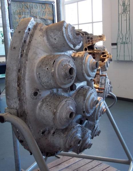 V2 Düsenanordnung mit den einzelnen Brennkammern.