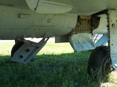 Fahrwerksschacht mit ausgefahrenen Luftbremsen.