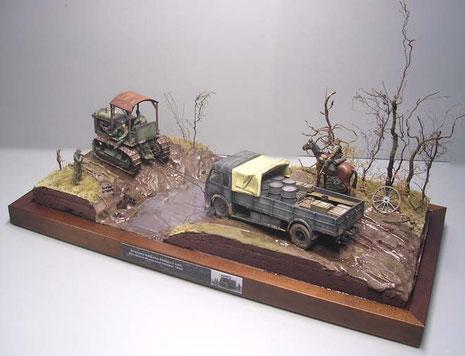 Ein kleines Typenschild informiert an der Basis über Fahrzeuge und Einsatzraum.