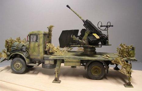 Hier sieht man den Bewegungsraum des Geschützes auf der relativ großen Ladefläche.