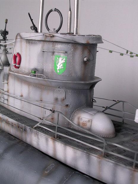 """Vordere Turmansicht mit Kompaßhülle, Turmzeichen bezieht sich nach Modellbauertipp auf """"U 373""""!. Gesunken in der Biskaya 1944."""