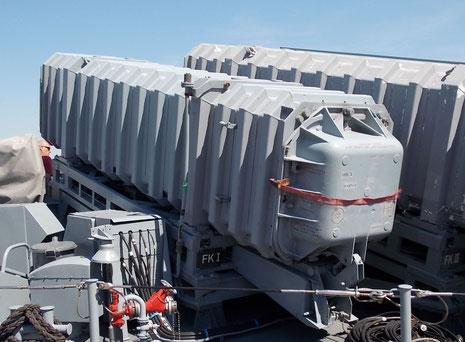 Jeweils zwei M38-Exocet-Raketeschächte ist nach jeder Schiffsseite ausgerichtet.
