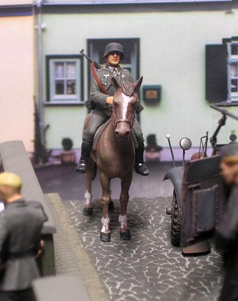 Stolz hoch zu Roß (das alte Tamiya-Pferdchen geht immer noch ganz gut durch!)