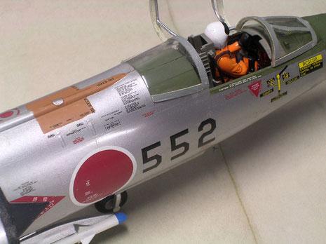 Auch oberhalb des Cockpits ergeben sich viele Farbflächen die ein farbenfrohes Modell ergeben.