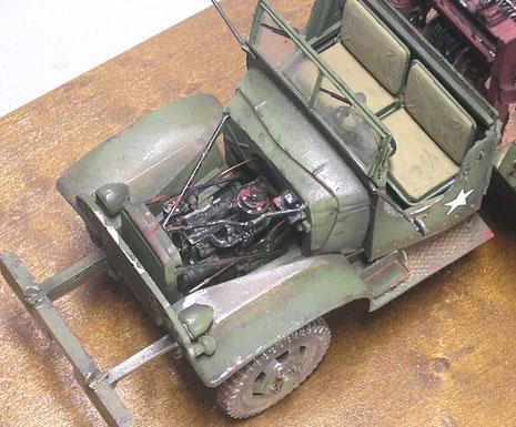 Bemalung und ein paar feine Kabel für die Motorelektrik machen selbst einen Heller-Motor filigran.