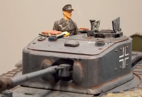 Deutscher Kommandant in britischer Luke.