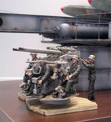 3,7cm Marine-Flaklafette in Zwillingsausführung-eingesetzt auf den deutschen Schlachtschiffen und Kreuzern.
