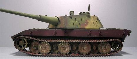 Über 100 Tonnen Lebengewicht setzte sicher einen Schlusspunkt in der Machbarkeit und operativen Beweglichkeit auf dem Schlachtfeld.