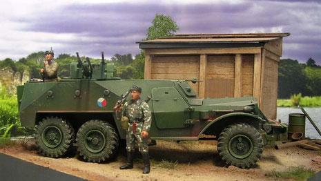 Auf Basis des bekannten Zil-LKW's wurde ein kastenförmiger, nach oben offener Panzeraufbau gesetzt.