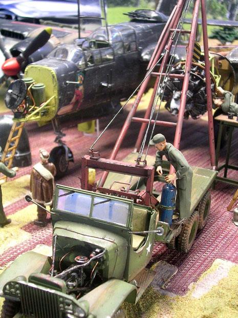 Der Truppenumbau des GMX-Trucks verfügt über eine Winden- und Hebevorrichtung.