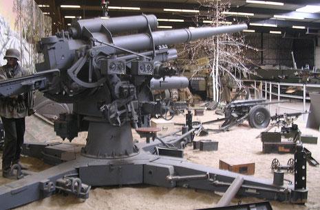 88mm Flak 36 in Feuerstellung-hier gibt es zwei Exponate in Overloon!