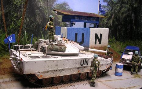 Der moderne CV-90 ist für Auslandseinsätze mit eienr Zusatzpanzerung (AdArmour) versehen worden und erscheint im typischen UN-Weiss der Friedensmissionen.