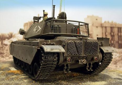 Neben der umfangreichen Zusatzpanzerung erhielten die M60 neue, größere Staukörbe am Turmheck.