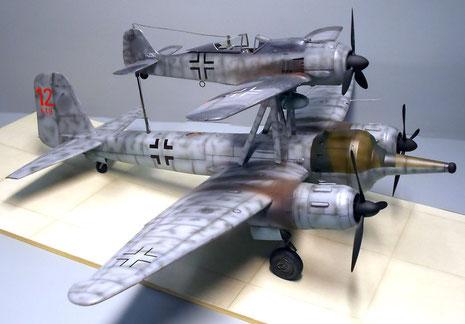 Beide Maschinen in der Nachtjägertarnung der späten Kriegsjahre.