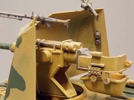 Der einfache Aufbau mit den beiden MG34 auf dem Schutzschild.