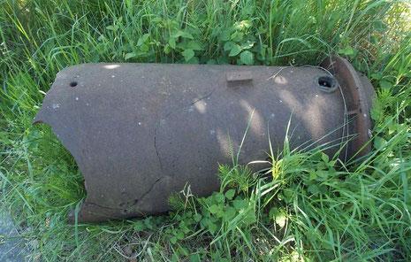 Bodenfund einer Übungsbombe vom Typ X. Auf dem Gelände wurden ebenso Flugbmomben wie z.B HS 239 erprobt.