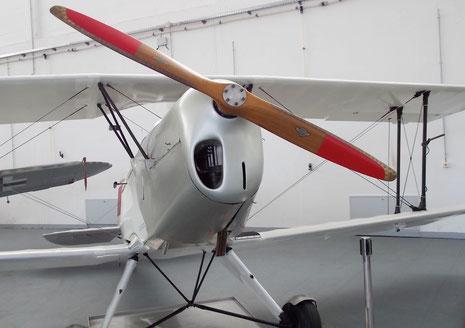 Holzpropeller-beachte die unsymetrische Lufteinlassöffnung.