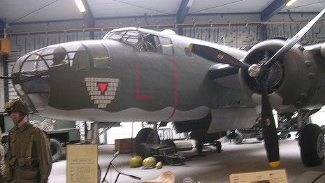 B-25 J - komplett in der Halle!
