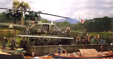 Das Tango-Boot an der Anlegestelle-Vietnamesen versorgen die Boote mit einheimischen Waren.