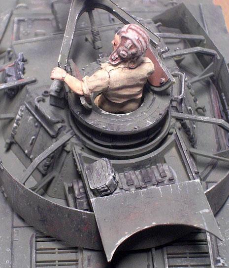 Neuer aufgesetzter FlaMG-kranz und Munition in Rommelkiste.