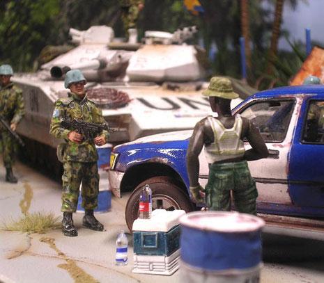 Man könnte fast meinen, der zusammengeflickte Pick-up ist aufgrund seiner zwei Karosseriefarben ein Fahrzeug der UNO- umso mißtrauischer muss man sein!