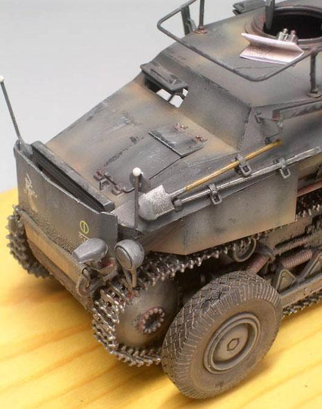 Alterung eines Frontfahrzeuges mit leichter Staubverschutzung an Wanne und in Ecken und Kanten.