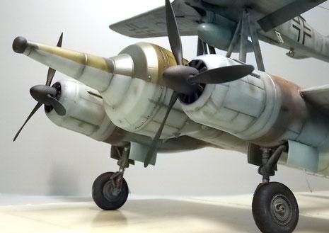Die 3,8-Tonnen Hohlladungsbombe mit ihrem markanten Abstandszünder sollte speziell für schwere Schiffseinheiten und Bunkeranlagen Durchschlagskraft haben.