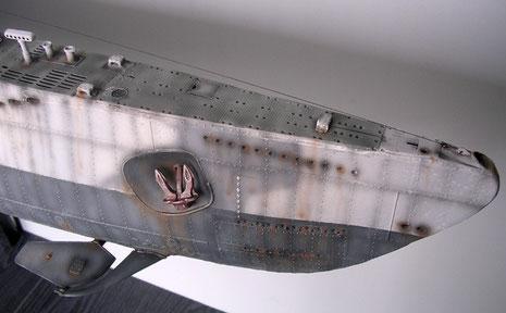 Bugspitze mit ausgefahrenem Horchgerät, was ab 1941 wieder bei den Booten wegen mangelndem Erfolg ausgebaut wurde.