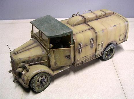 Das zweite Fahrzeug mit dem offenen Fahrerhaus und dem wesentlich filigraneren Umbausatz.