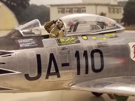 Staffel-Kennzeichen mit Maschinennummer, die je nach 1ter und 2ter Staffel fortllaufend waren.
