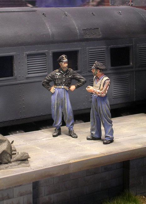 Die beiden Eisenbahner sind Resinfiguren von Verlinden.