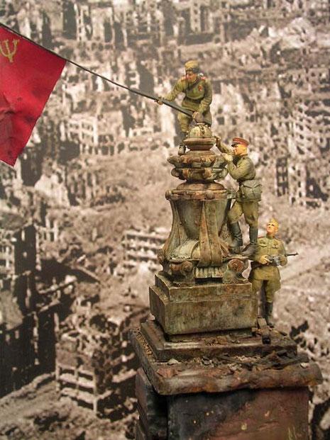 Wirkungsvolle ist die Patina auf dem reich geschmückten Turmdekor ungesetzt.