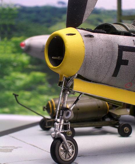 Das filigrane Bugfahrgestell mit Landescheinwerfer.