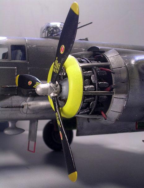 14-Zylinger Wright-Motor mit geöffneten Wartungsklappen.