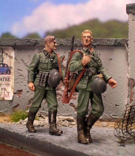 Fein detailliert präsentieren sich die drei Infanteristen- eine typische Szene des Frankreich-Feldzuges.