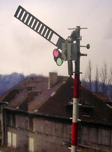 Transparente Folie in Rot und Grün für den Wechsel an der Lichtanlage.