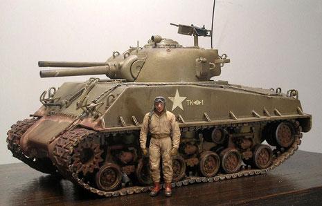 Beachte die markante, eckige Panzerform der E8-Ausführung.