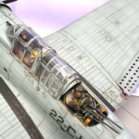 Fein detallierte Cockpits mit Heckschützen mit Zwillings-MG.