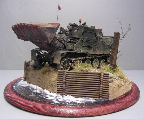 Das filigrane Modell wurde auf eine kleine Diorama-Platte gesetzt, um den CET aktiv bei Erdarbeiten zu zeigen.