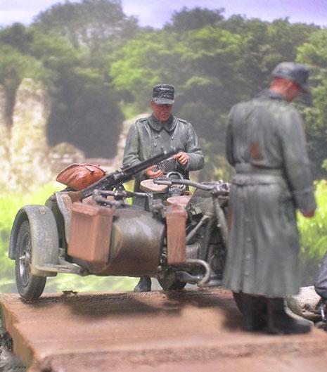 Krad mit MG 42 auf dem Beiwagen.
