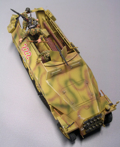 Der Aufbau war nun auf weniger Panzerplatten reduziiert, was Beschusssicherheit und Fertigungszeit zugute kam.