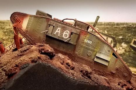Typisch sind auch die rot-weißen Markierungen, um die Tanks von den wenigen deutschen Exemplaren unterscheiden zu können.