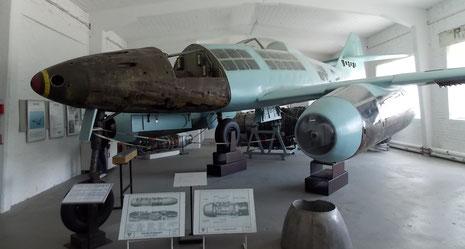Me262 Modell mit integrierten Originalteilen!