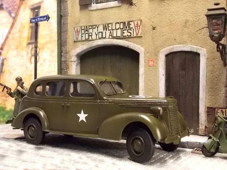 Auch in montonen Olivgrün ist der Buick aufgrund seiner typisch amerikanischen Karosserieform der 30-40 Jahre in Hingucker.
