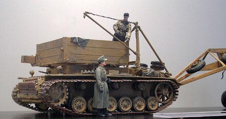 Der Kran konnte zerlegt mitgeführt werden, oder auf der anderen Seite des Bergepanzers aufgebaut werden.
