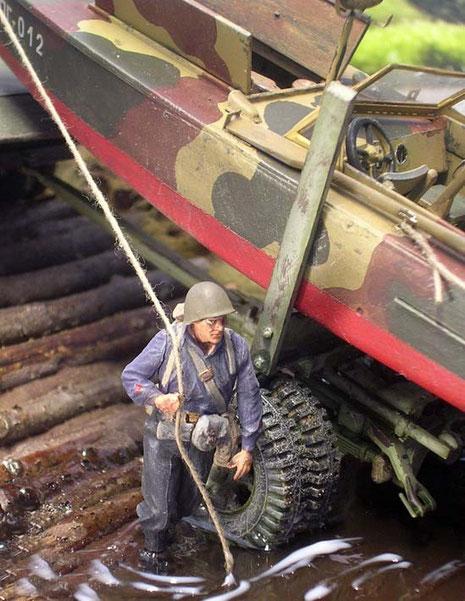 Durch die schräge Uferböschung ist es nun leicht, das Boot vom Trailer zu ziehen.