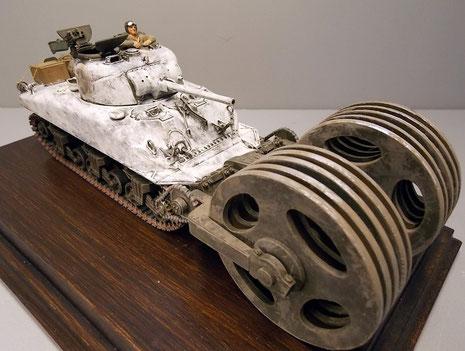 Das Fahrzeug hat den typischen Winternatrich des Jahreswechsel 1944/45